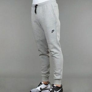 NWT Nike Tech Fleece Pant Size M